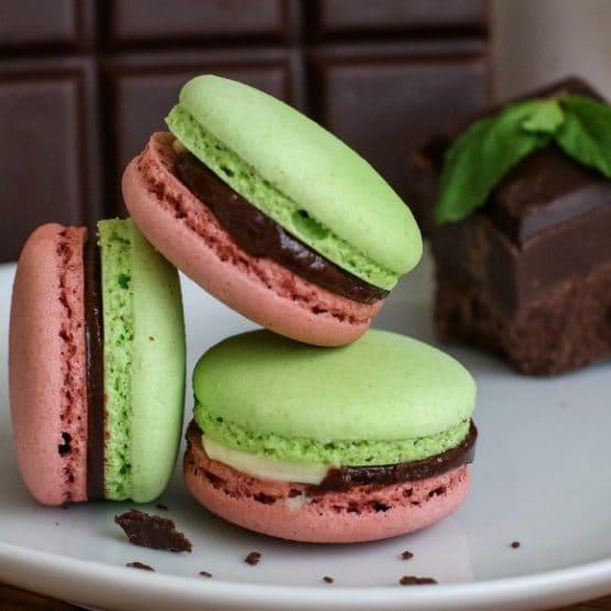 chocolate mint macaron